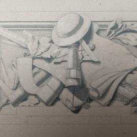 NL • De kroonlijst van het Hotel van de gouverneur is samengesteld uit meerdere bas-reliëfs, met verschillende thema's. Onder andere het thema van de mijnbouw is gemakkelijk te herkennen aan het houweel, de helm en de lamp. Hetzelfde geldt voor alle andere decoraties van het Hotel! De architect Beyaert maakte eerst een tekening op ware grootte om er zeker van te zijn dat de uitvoering zo gedetailleerd mogelijk was, zodat de ornamentist, in dit geval Georges Houtstont, de vraag van de architect volledig zou begrijpen. Kijk hoe perfect de tekening is uitgevoerd!    FR • La corniche de l'Hôtel du gouverneur est composée de multiples bas-reliefs représentant des thématiques diverses. Parmi celles-ci, le thème de l'industrie minière peut être facilement identifié grâce à la pioche, le casque et la lampe. Pour chaque réalisation de l'Hôtel, c'est pareil ! L'architecte Beyaert crée d'abord un dessin à taille réelle pour avoir la garantie d'une exécution la plus détaillée possible afin que l'ornemaniste, en l'occurrence ici Georges Houtstont, comprenne parfaitement la demande de l'architecte. Voyez comme le dessin a été exécuté à la perfection !    #nbbmuseum #instamuseum #brusselsmuseums #visitbrussels #museum #exhibition #museumscenery #architecture #architectuur #architecturebancaire #bankarchitectuur #bankingarchitecture  #patrimoine #erfgoed #heritage #art #brussels #france #architect #detail #ornement #mijnbouw #beyaert #houtstont #mijnbouw #industrieminière